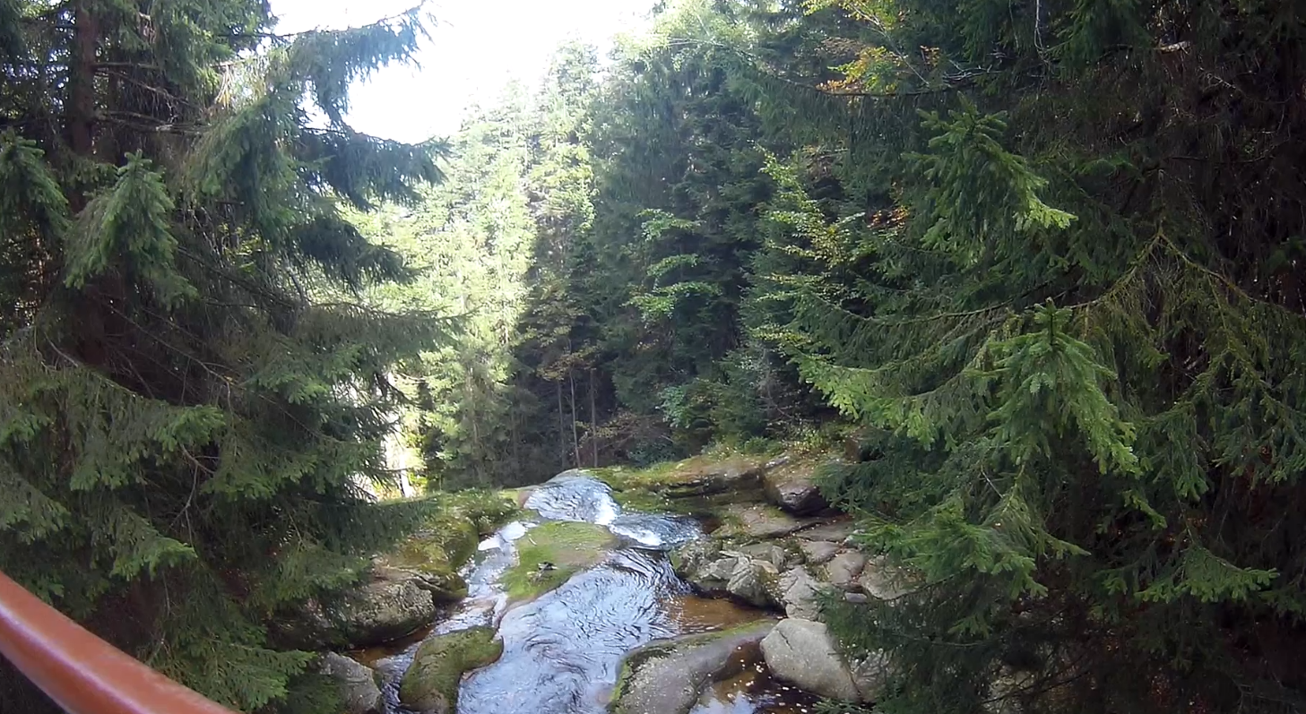 Widok znad Wodospadu Kamieńczyka